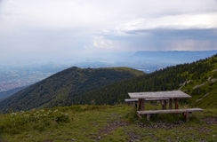 Στηργμένος θέση στον τρόπο να οξυνθεί Kom, δυτικά βαλκανικά βουνά Στοκ φωτογραφία με δικαίωμα ελεύθερης χρήσης