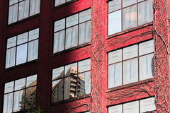 Στηριγμένος τον τοίχο σε μια οδό στο Σικάγο κεντρικός Στοκ εικόνα με δικαίωμα ελεύθερης χρήσης