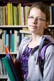 Στη βιβλιοθήκη Στοκ εικόνες με δικαίωμα ελεύθερης χρήσης