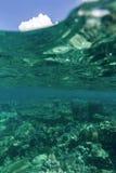 Στη θάλασσα που κολυμπά με αναπνευτήρα με πολύ κοράλλι Στοκ εικόνες με δικαίωμα ελεύθερης χρήσης