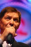 Στη σκηνή, η συμπάθεια πλήθους, ένας τραγουδιστής σπινθηρίσματος, τραγουδιστής Edward Hil (ο κ. Trololo) Στοκ Εικόνες