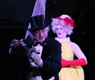 Στη σκηνή, κλόουν, mimes, κωμικοί, δράστες του συγκροτήματος του θεάτρου mime mime και clowning, το Licedei Στοκ Φωτογραφίες