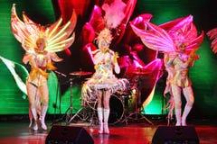 Στη σκηνή σε μια θεαματική επίδειξη του μουσικού πρωθυπουργού θεάτρων στοκ εικόνα