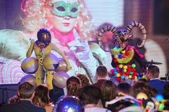 Στη σκηνή σε μια θεαματική επίδειξη του μουσικού πρωθυπουργού θεάτρων Στοκ φωτογραφία με δικαίωμα ελεύθερης χρήσης