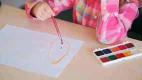 Στιγμές παιδικής ηλικίας που σύρουν το ταλέντο χόμπι Στοκ εικόνες με δικαίωμα ελεύθερης χρήσης