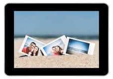 Στιγμιαία φωτογραφία του νέου ζεύγους στην παραλία Στοκ φωτογραφία με δικαίωμα ελεύθερης χρήσης