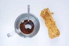 Στιγμιαίος καφές και ECLAIR, τοπ άποψη στοκ εικόνα με δικαίωμα ελεύθερης χρήσης