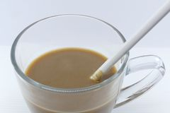 Στιγμιαίος καφές με το γυαλί στοκ φωτογραφίες