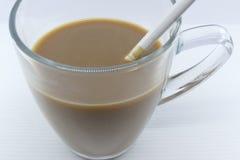 Στιγμιαίος καφές με το γυαλί στοκ φωτογραφία