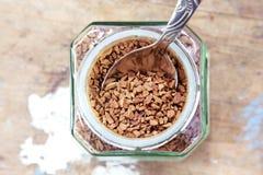 Στιγμιαίος καφές με το κουταλάκι του γλυκού Στοκ εικόνες με δικαίωμα ελεύθερης χρήσης