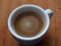 Στιγμιαίος καφές σε ένα φλυτζάνι Καφές αφρού στοκ εικόνες