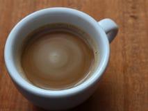 Στιγμιαίος καφές σε ένα φλυτζάνι Καφές αφρού στοκ φωτογραφία με δικαίωμα ελεύθερης χρήσης