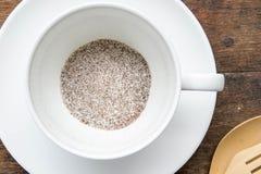 Στιγμιαίος καφές 3 σε 1, μίγμα καφέ στο άσπρο έτοιμο wite φλυτζανιών καυτό στοκ εικόνες