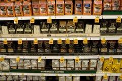 Στιγμιαίος καφές στην υπεραγορά στοκ εικόνα με δικαίωμα ελεύθερης χρήσης