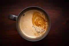 Στιγμιαίος καφές στον ξύλινο πίνακα στοκ φωτογραφία με δικαίωμα ελεύθερης χρήσης