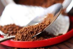 Στιγμιαίος καφές στο κουτάλι στοκ φωτογραφίες με δικαίωμα ελεύθερης χρήσης