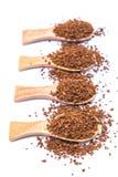 Στιγμιαίος καφές στο ξύλινο κουτάλι στο άσπρο υπόβαθρο στοκ φωτογραφίες