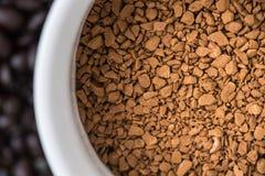 Στιγμιαίος καφές στο φλυτζάνι στοκ φωτογραφίες