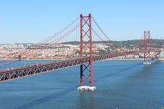 Στις 25 Απριλίου γεφυρών Λισσαβώνα Πορτογαλία Στοκ φωτογραφία με δικαίωμα ελεύθερης χρήσης