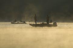 στις αρχές πρωινού ψαράδων Στοκ φωτογραφία με δικαίωμα ελεύθερης χρήσης