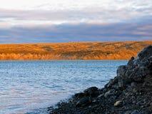 Στις εκβολές ποταμού Sachaniha σε Novaya Zemlya Στοκ εικόνα με δικαίωμα ελεύθερης χρήσης