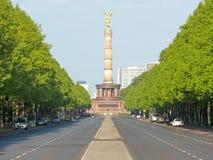 Στις 17 Ιουνίου λεωφόρων με τη στήλη νίκης στο Βερολίνο Στοκ Εικόνα