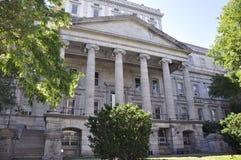 Στις 26 Ιουνίου του Μόντρεαλ: Κτήριο υπηρεσιών des Finances από τη rue Notre Dame του Μόντρεαλ στον Καναδά στοκ φωτογραφίες