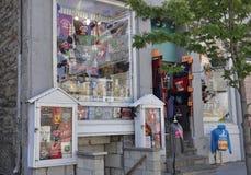 Στις 26 Ιουνίου του Μόντρεαλ: Μπουτίκ αναμνηστικών στη rue Notre Dame από Vieux Μόντρεαλ στον Καναδά στοκ εικόνα με δικαίωμα ελεύθερης χρήσης