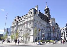 Στις 26 Ιουνίου του Μόντρεαλ: Οικοδόμηση του Δημαρχείου από την πλατεία Vauquelin του Μόντρεαλ στον Καναδά στοκ εικόνες