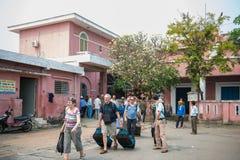 Στις 14 Μαρτίου του Βιετνάμ ΧΡΩΜΑΤΟΣ:: Σιδηροδρομικός σταθμός ΧΡΩΜΑΤΟΣ στο Βιετνάμ, στις 14 Μαρτίου 20 Στοκ Φωτογραφία