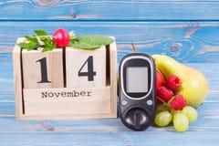 Στις 14 Νοεμβρίου ημερομηνίας ως σύμβολο της ημέρας παγκόσμιου διαβήτη, μετρητής γλυκόζης για το επίπεδο και τα φρούτα ζάχαρης με Στοκ φωτογραφίες με δικαίωμα ελεύθερης χρήσης
