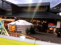 2017 στις 24 Νοεμβρίου Μοντρέ Ελβετός - άποψη της αγοράς Χριστουγέννων στο Μοντρέ, Ελβετία Στοκ φωτογραφία με δικαίωμα ελεύθερης χρήσης