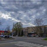 Στις οδούς Sloviansk μέχρι το νεφελώδες βράδυ Απριλίου στοκ φωτογραφίες με δικαίωμα ελεύθερης χρήσης