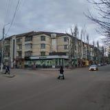 Στις οδούς Sloviansk μέχρι το νεφελώδες βράδυ Μαρτίου στοκ εικόνες