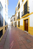 Στις οδούς Cordova με τα άσπρα κτήρια αρχιτεκτονικής στοκ φωτογραφία με δικαίωμα ελεύθερης χρήσης