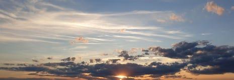 Ηλιοβασίλεμα στις πεδιάδες στοκ φωτογραφία
