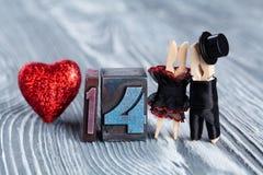 Στις 14 Φεβρουαρίου Κάρτα σχεδίου ημέρας βαλεντίνων Αφηρημένοι άνδρας και γυναίκα ζευγών Στοκ φωτογραφία με δικαίωμα ελεύθερης χρήσης