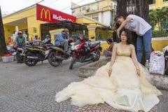 Στιλίστας τρίχας οδών στο Ho Chi Minh, Βιετνάμ Στοκ φωτογραφία με δικαίωμα ελεύθερης χρήσης