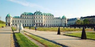 Στοά και κήπος πανοραμικών πυργίσκων στη Βιέννη ηλικίας φωτογραφία Στοκ εικόνα με δικαίωμα ελεύθερης χρήσης
