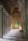 Στοά στο ναό TA Prohm, μέρος του Angkor Wat σύνθετο Στοκ εικόνα με δικαίωμα ελεύθερης χρήσης