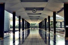 Στοά του μπλε μουσουλμανικού τεμένους στη Μαλαισία Στοκ εικόνα με δικαίωμα ελεύθερης χρήσης
