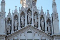 Στοά των Αγίων στην πρόσοψη Sacro Cuore del Suffragio της εκκλησίας στη Ρώμη Στοκ φωτογραφίες με δικαίωμα ελεύθερης χρήσης