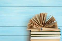 Στοίβα των ζωηρόχρωμων βιβλίων Στοκ Εικόνες