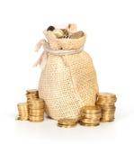 στοίβα χρημάτων νομισμάτων τσαντών Στοκ εικόνα με δικαίωμα ελεύθερης χρήσης