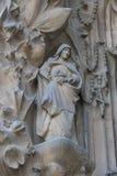 Στοιχεία της αρχιτεκτονικής και αγάλματα της εισόδου στο παλαιό μέρος Sagrada Familia Στοκ Φωτογραφία