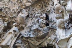 Στοιχεία της αρχιτεκτονικής και αγάλματα της εισόδου στο παλαιό μέρος Sagrada Familia Στοκ Εικόνα
