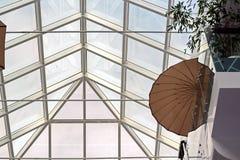 Στοιχεία της σύγχρονης αρχιτεκτονικής του γυαλιού, του χάλυβα και του σκυροδέματος Άποψη των κτηρίων στοκ φωτογραφία
