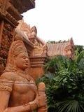 Στοιχεία του στόκου και αγάλματα του εγκαταλειμμένου ξενοδοχείου στο ύφος angkor Ύφος των καταστροφών ναών Khmer Στοκ φωτογραφίες με δικαίωμα ελεύθερης χρήσης
