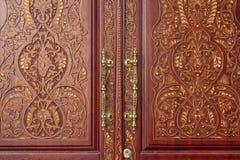 Στοιχεία του σχεδίου στο ασιατικό ύφος στην πόρτα Στοκ Φωτογραφία