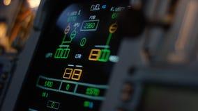Στοιχείο ελέγχου αυτόματων πιλότων ενός επιβατηγού αεροσκάφους Η επιτροπή ανάβει μια γέφυρα πτήσης αεροσκαφών Μοχλοί ώθησης ενός  Στοκ εικόνες με δικαίωμα ελεύθερης χρήσης